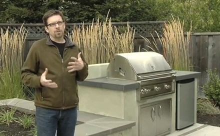 Video budget friendly outdoor kitchens landscaping network for Outdoor kitchens on a budget